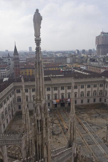 Terraza De La Catedral De Milán Maravilla Gótica Del Duomo