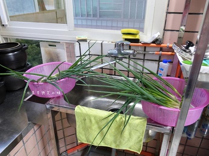 17 孫媽媽手工獅子頭 宅男老闆的獅子頭 隱藏版獅子頭住宅廚房手工製 台灣1001個故事