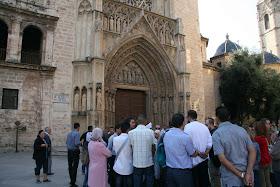 Puerta de los apostoles de la Catedral de Valencia donde se sigue reuniendo el Tribunal de las Aguas. Valencia (España).