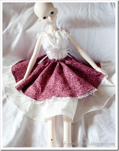 bjd in wine red and off-white circle skirt