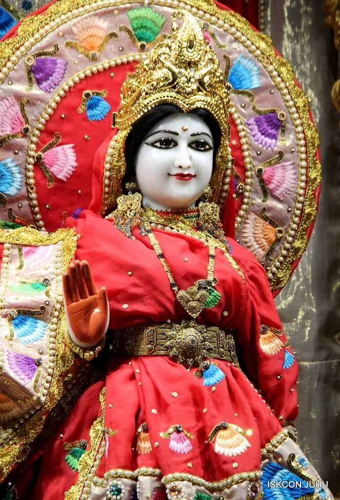 ISKCON Juhu Mangal Deity Darshan on 28th Aug 2016 (34)