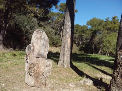 Fuente de Pozo Cantarero, silla tallada en tronco