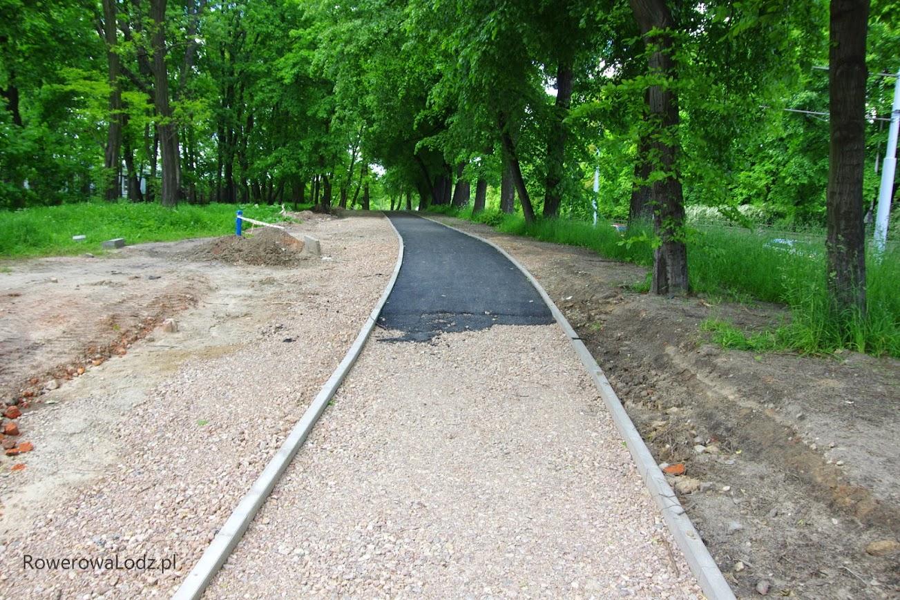 W stronę północną - jest już pierwsza warstwa asfaltu.