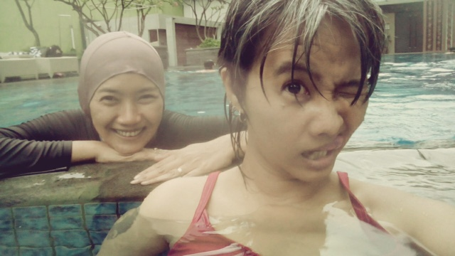 maniak-makan-solo-paragon-swimming-pool-mba-i-and-me