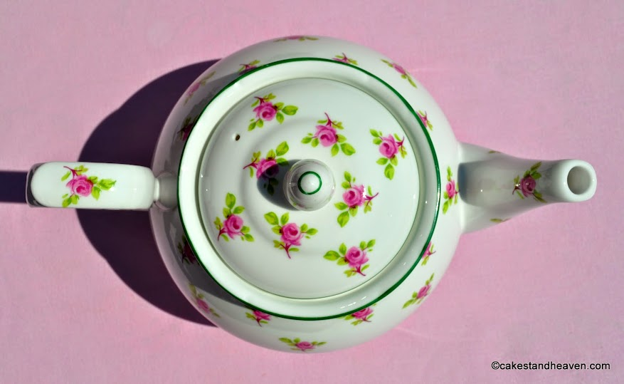 1.5 Pint Ditsy Roses Teapot with Green Rim