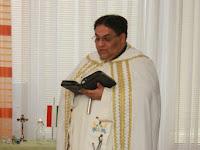 Balázs József lelkész megáldott a közösséget.JPG