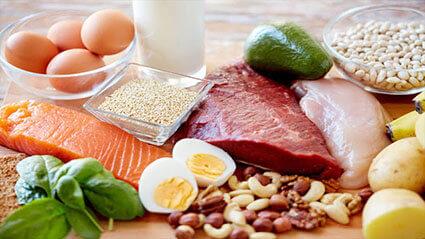 كمية البروتين التي يحتاجها الجسم لبناء العضلات