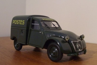 Citroën 1952 2 CV AU La Poste