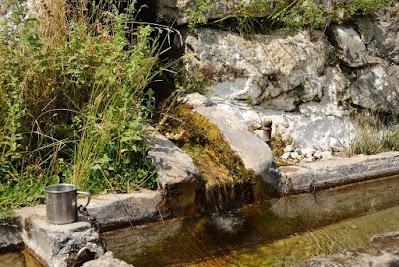 Brunnen zwischen Auid und Ramett