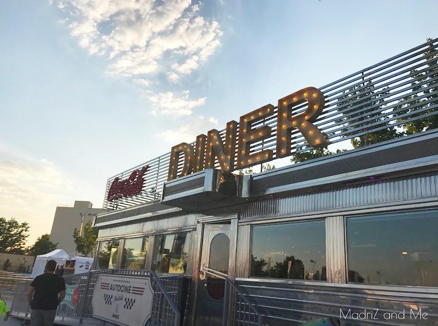 Zona de restaurantes en el autocine Madrid RACE