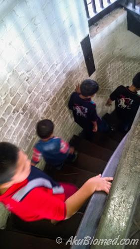 turun tangga