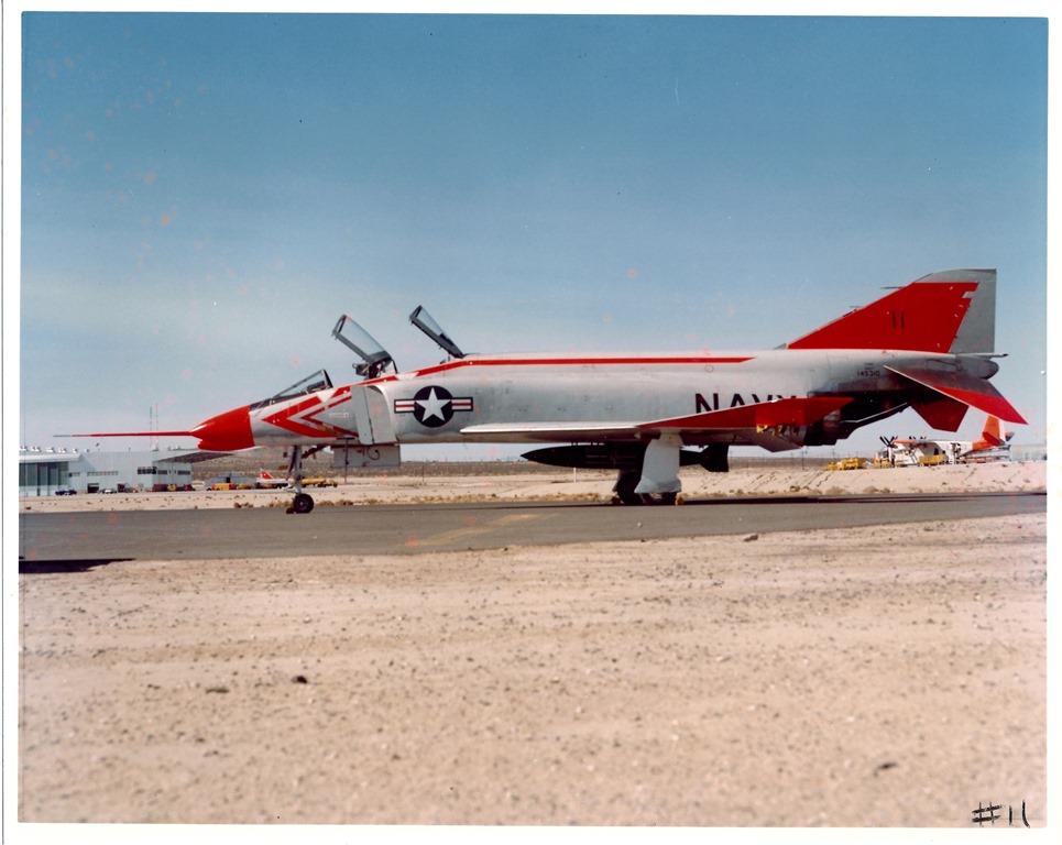 [F4H-1F-Phantom-II--145310-042]