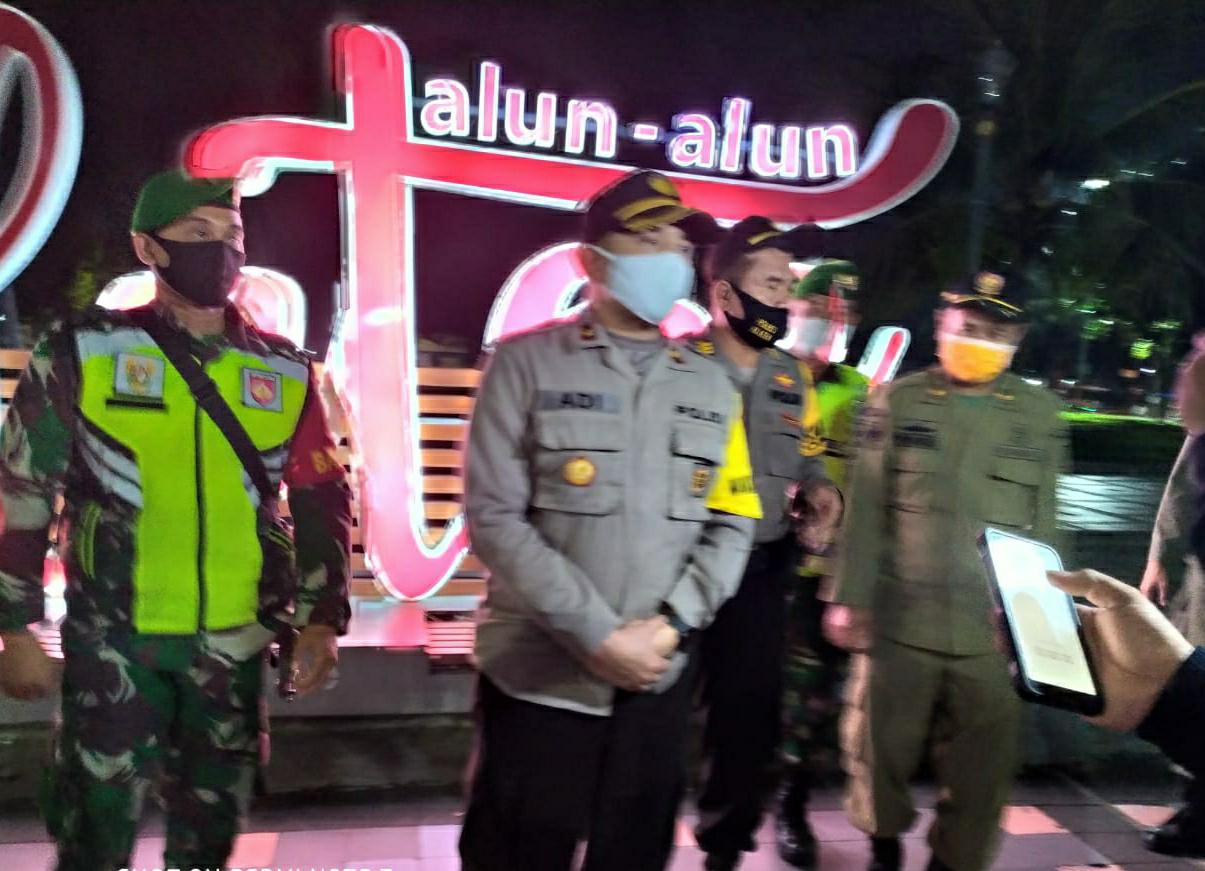 Konsisten Perangi Penyebaran Covid-19 TNI/POLRI Dan Satpol PP Klaten Lakukan Operasi Gabungan Beri Masker Dan Bubarkan Orang Bergerombol