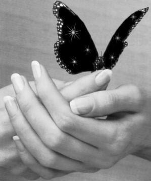 mani e farfalla
