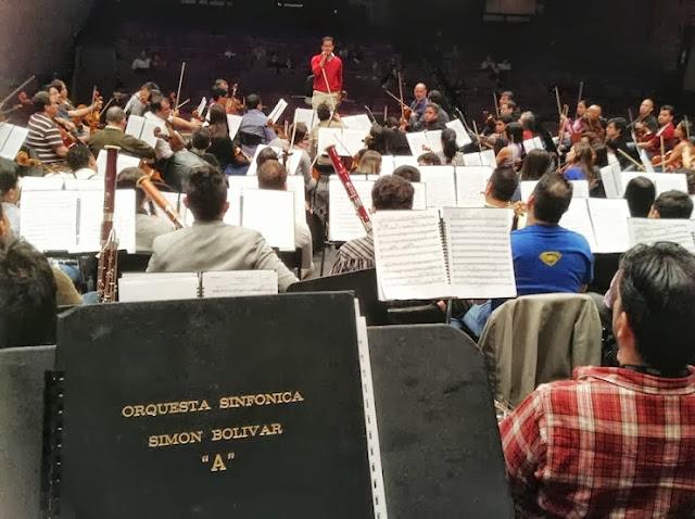 Ensayo de la Novena de Beethoven dirigido por el maestro Diego Matheuz