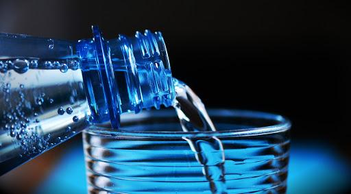 15+ Manfaat Minum Air Putih Bagi Kesehatan Tubuh!