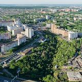 Слева многоэтажки Садового, вверх и налево уходит улица Пушкарская,  в правом нижнем углу - стадион Трудовые резервы. Центр фото занимает долина речки Уинки от узкого истока вверху до дамбы на улице Уинской внизу снимка.