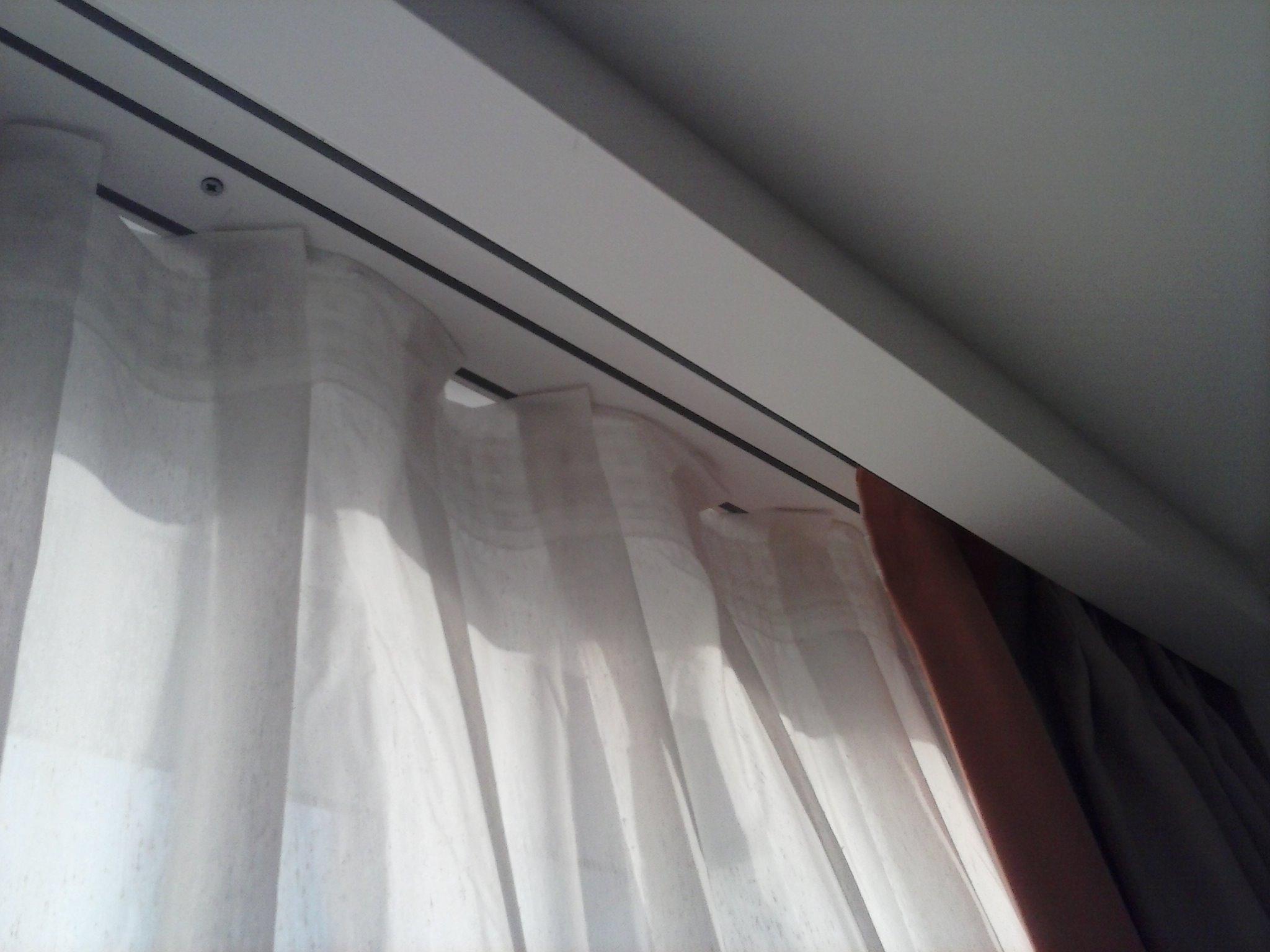 Cortinas como evitar que se enganchen los rieles de las for Rieles para cortinas