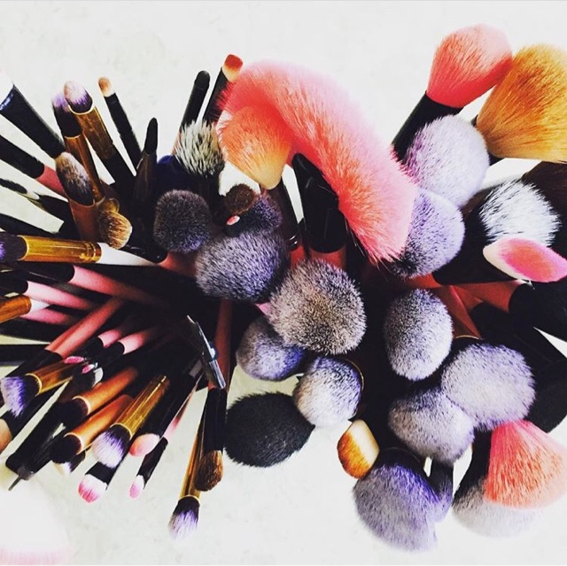 3 Techniques For Washing Make Up Brushes