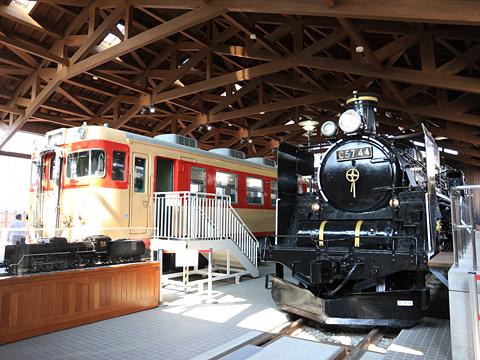 キハ65形急行用気動車&C57形蒸気機関車