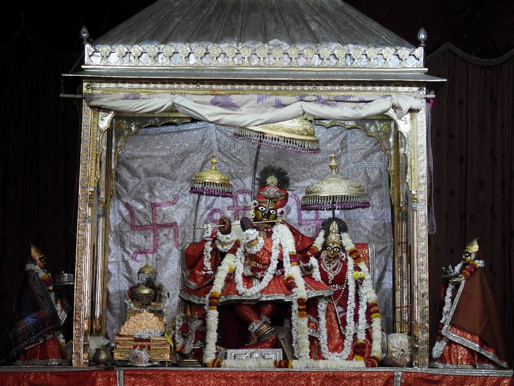 Radha Govind Devji Deity Darshan 04 Jan 2017 (10)