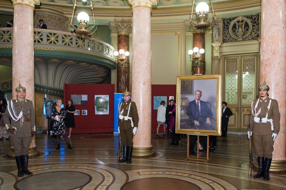 Tablou cu portretul Regeleui Mihai I al României la Ateneul Român