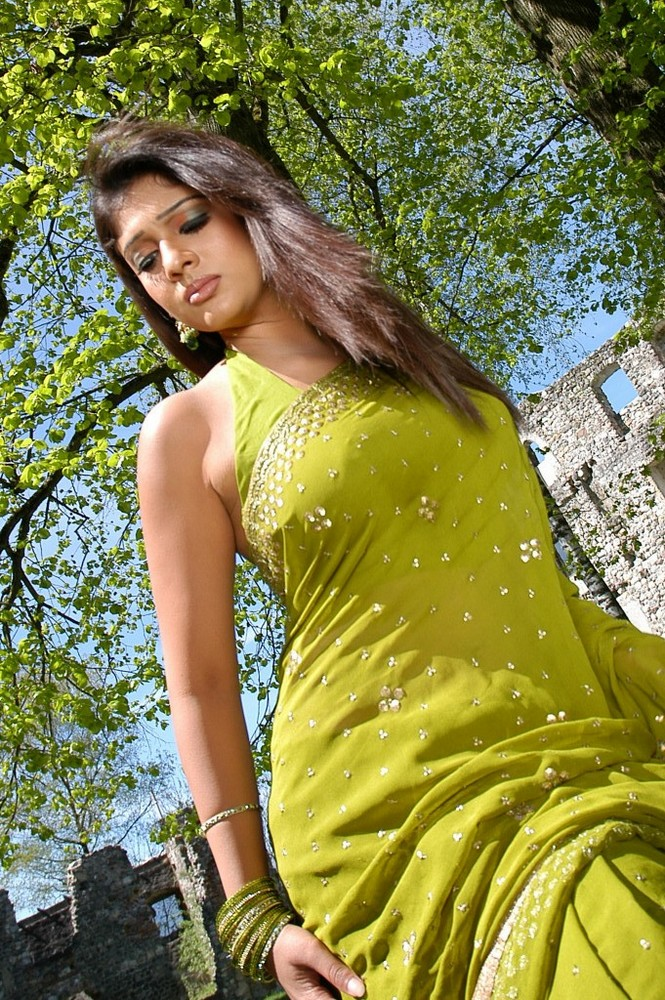 Nayantara look like angel in saree