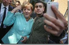 Angela Merkel con un migrante