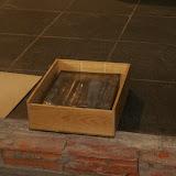Inmetselen loden kistje in St. Agathakerk (afronding restauratie) - DSC06420.JPG