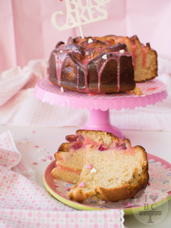 Bundt Cake de chocolate blanco y frambuesas