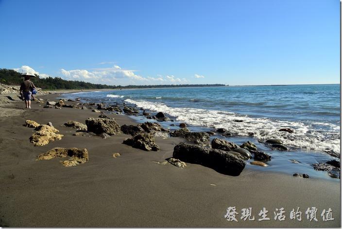 台南安平-漁光島。找個假日的午後來漁光島的海邊散步,雖然還在農曆過年期間,但漁光島這裡的人群真的不多。