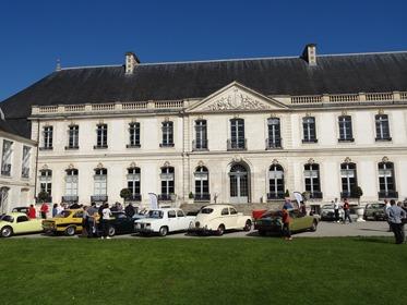 2017.04.09-026 les voitures devant l'abbaye