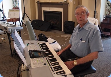 Michael Bramley played the PSR-3000. Photo courtesy of Dennis Lyons.