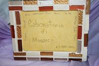 Cornice realizzata con la tecnica del mosaico