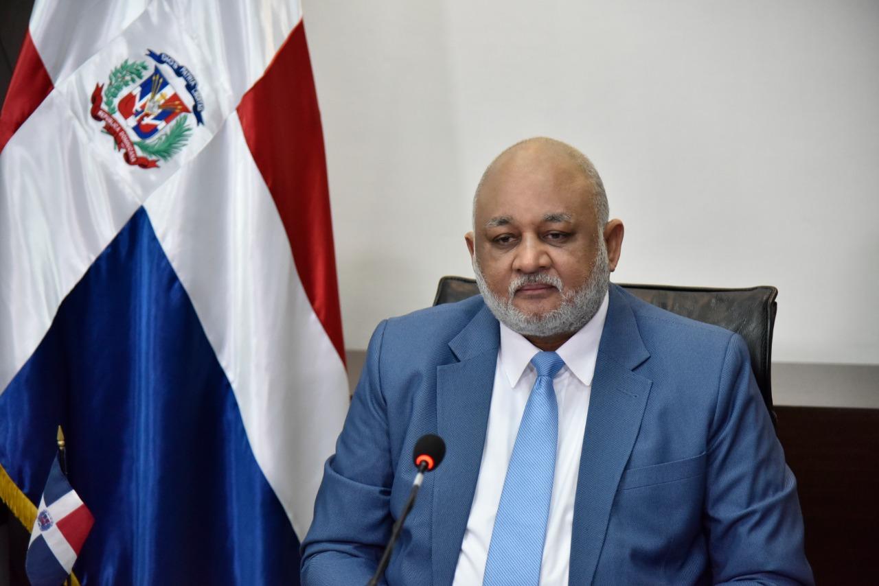 Ministro de Educación, Roberto Fulcar fue el funcionario mejor valorado en  primeros 100 días, según sondeo de Adocco