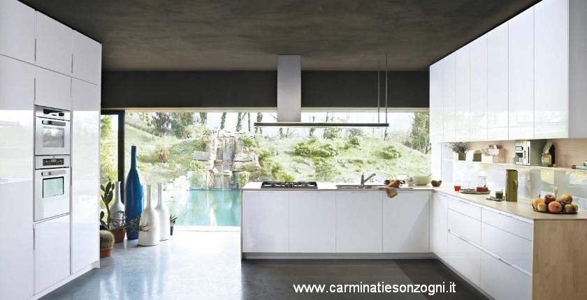 cucina Snaidero Orange monolaccato lucido bianco artico e piano di lavoro in legno frassino massello sbiancato.jpg