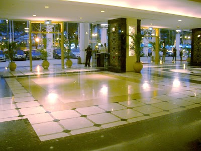 ホテルイスタナ:ロビー大理石の床