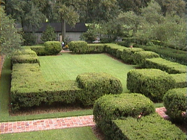 1350A_Southern_Mansion_Garden_-_New_Orleans