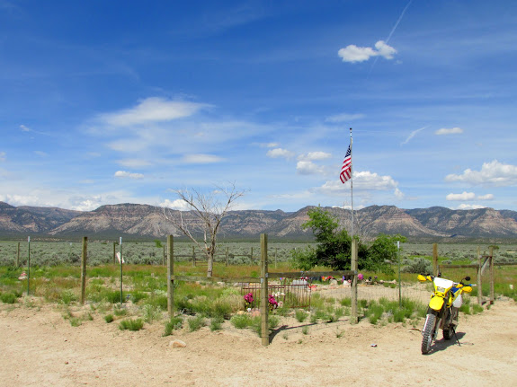 Kiz Cemetery in Clark Valley