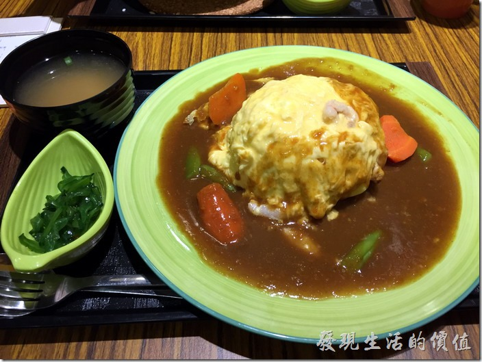 [台北南港]本家咖哩。滑蛋蟹肉咖哩飯,NT130。其實這應該是蛋包飯外面淋上咖哩醬而已,蛋的裡面包著白飯。