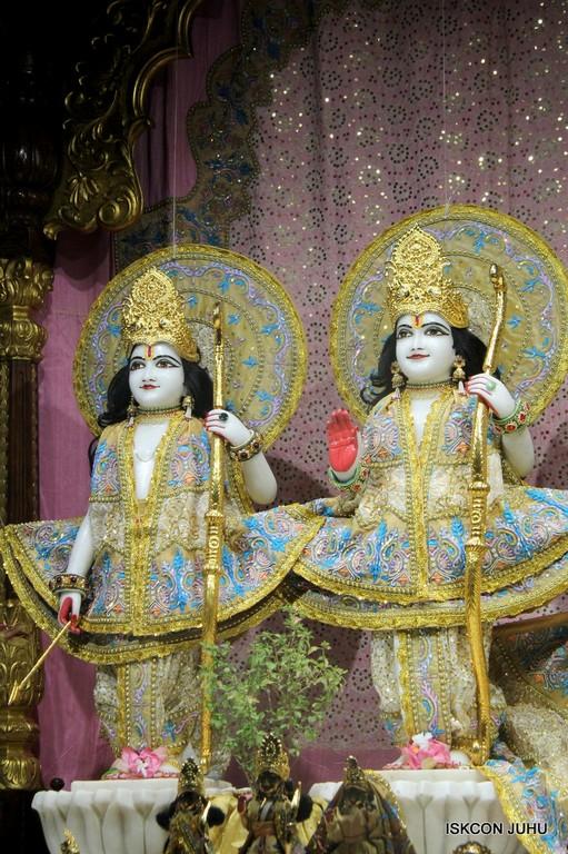 ISKCON Juhu Mangal Deity Darshan on 24 April 2016 (15)