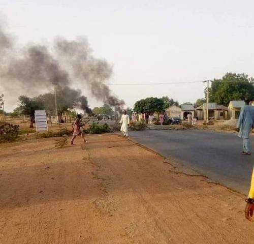 Zamfara Youths Block Major Highway, Destroy Vehicles In Protest Against Bandits