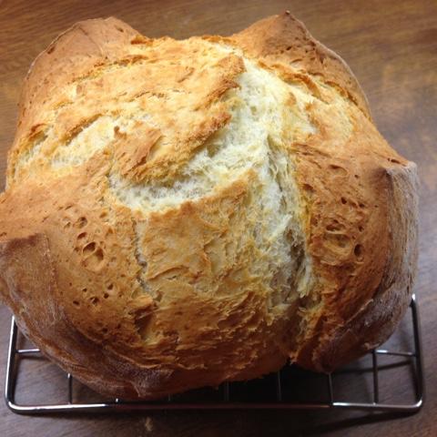 Knuspriges Brot im Topf gebacken