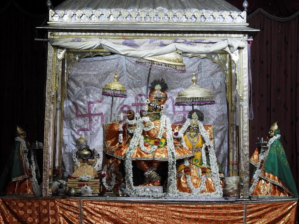 Radha Govind Devji Deity Darshan 08 Jan 2017 (14)