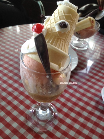 maniak-makan-ice-cream-toko-oen-kota-malang-oen-special
