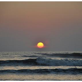 Sunset over the Arabian Sea by Joydeep Sen Chaudhuri - Landscapes Sunsets & Sunrises ( waves, sunset, sea, arabian, sun )