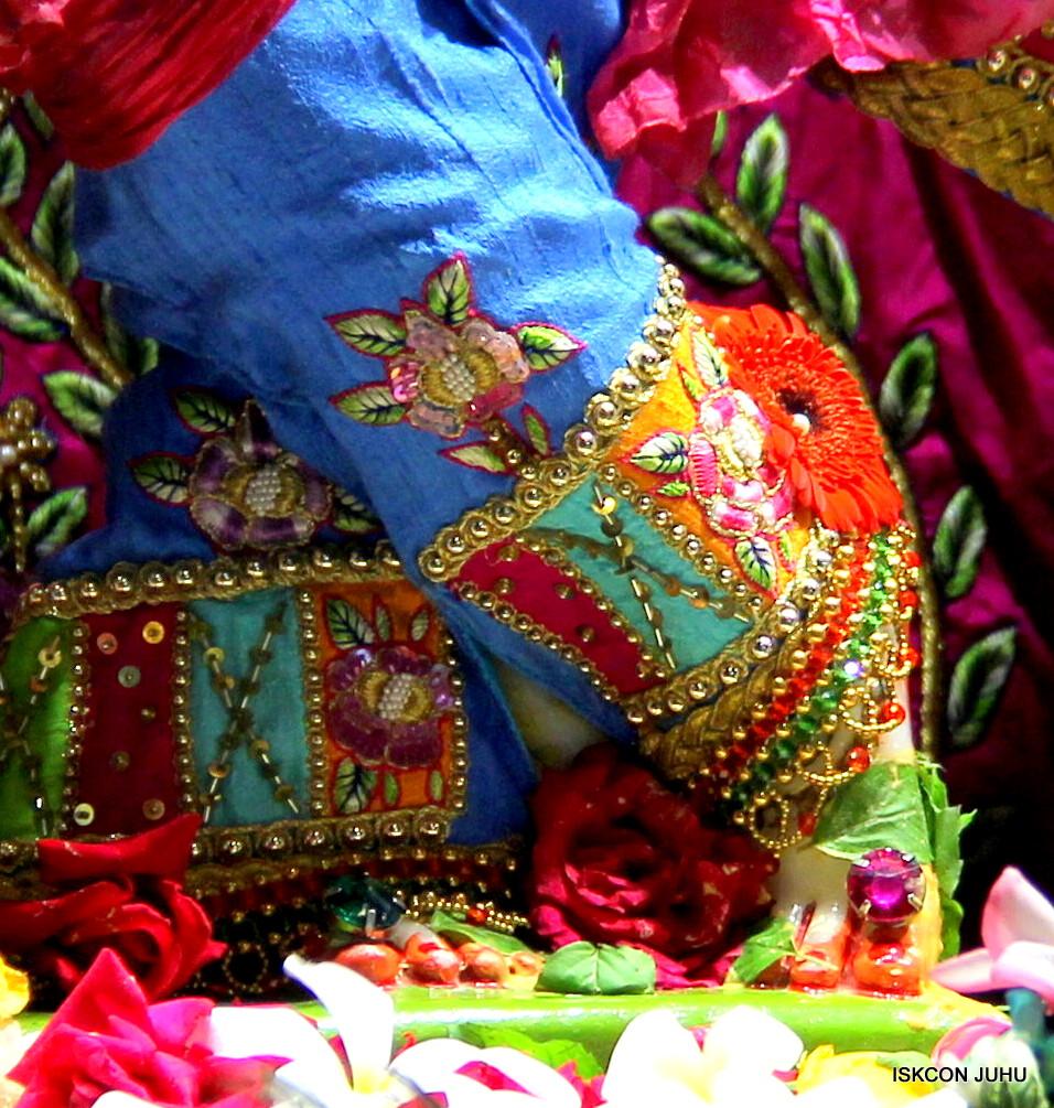 ISKCON Juhu Sringar Deity Darshan on 29th April 2016 (61)