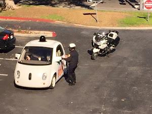 Xe tự lái của Google bị... cảnh sát hỏi thăm