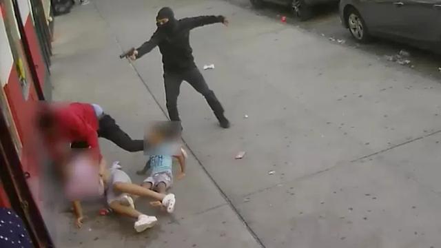 El Bronx New York:  Video ,Niño Dominicano salvan su vida de milagros, cuando pistolero trataba de ejecutar una persona