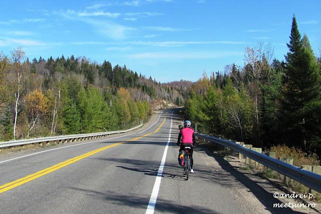 cu bicicleta pe drumuri canadiene